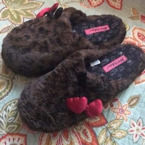 Large 9/10 Betsey Johnson leopard house slippers